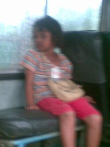 Pengamen Cilik on The Bus